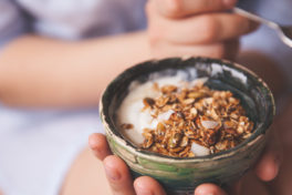 Schale mit Frühstücksmüesli - Hämorrhoiden