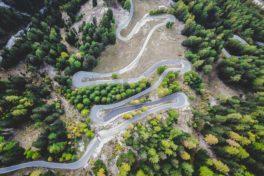 Gewundene Strasse durch die Berge - Magen