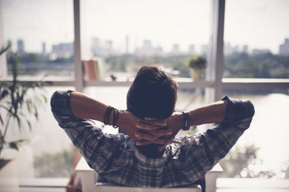 Mann Entspannung Fenster Rücken