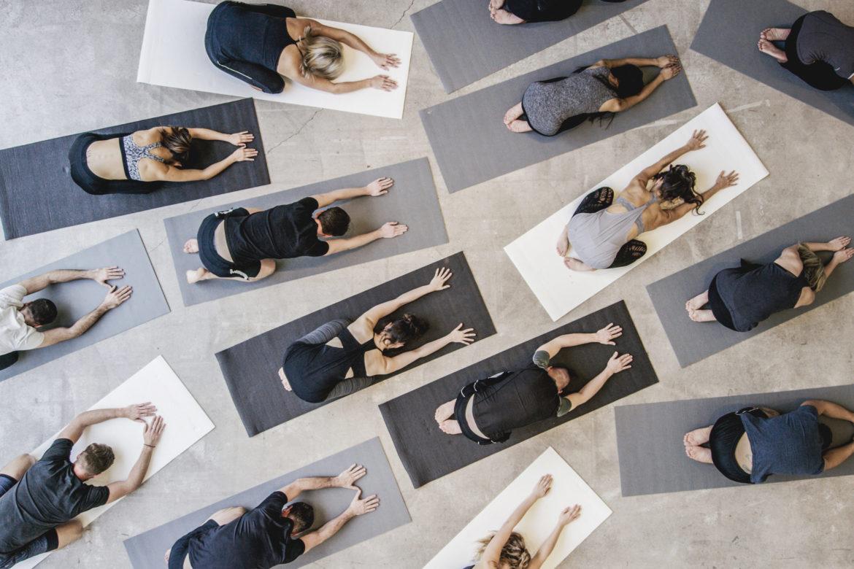 Sport Menschen Matte Yoga Bodensport