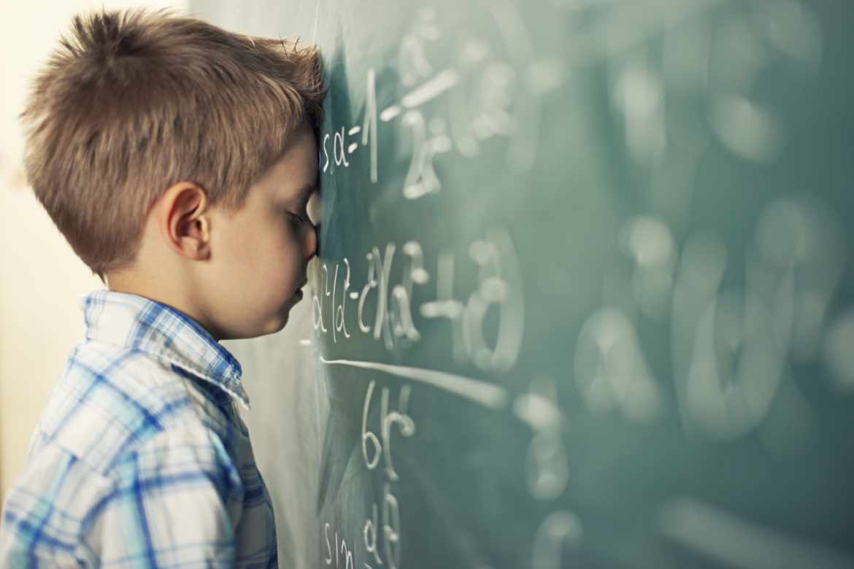 Junge Wandtafel Mathematik