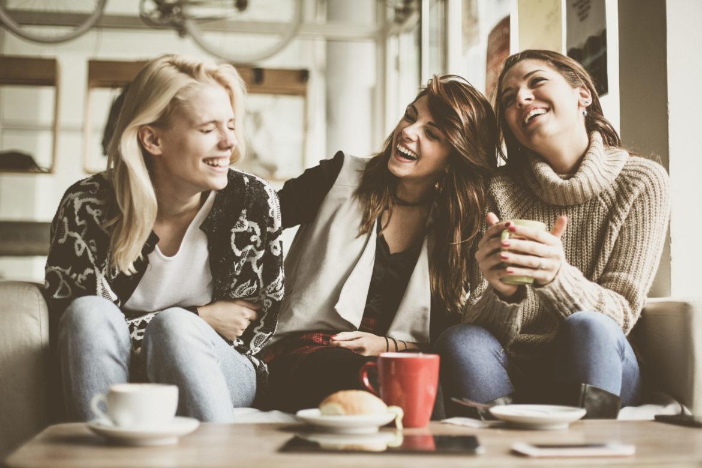 Frauen Kaffee Sofa