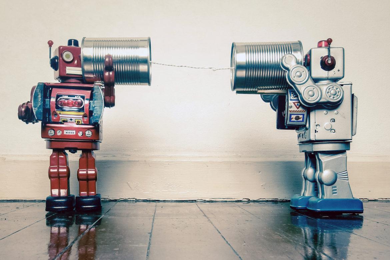 Roboter Schnurtelefon Holzboden