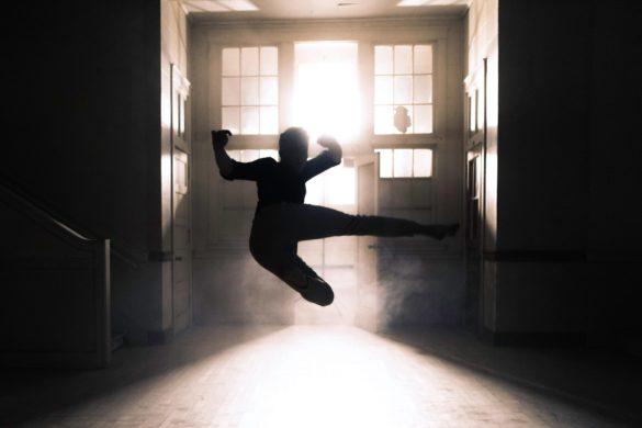 Mensch Kämpfen Raum Dunkel