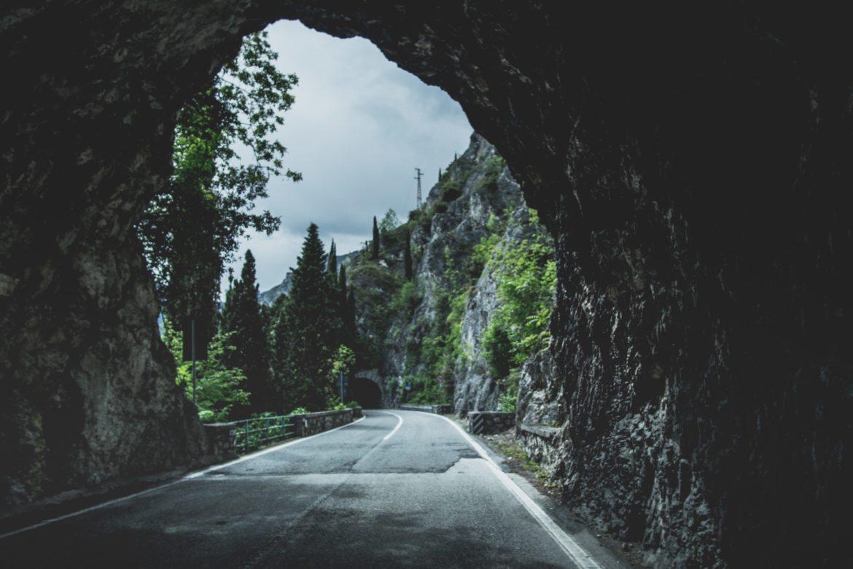 Tunnel Tageslicht Strasse