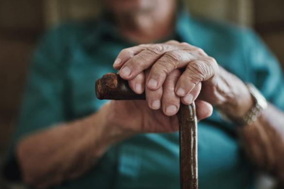 Alter Mann, Hände, Gehstock
