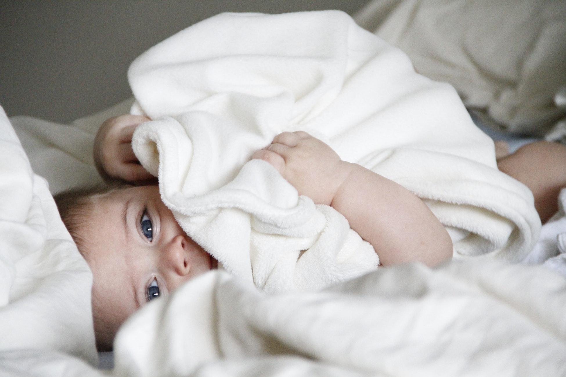 kleinkind blaue lippen