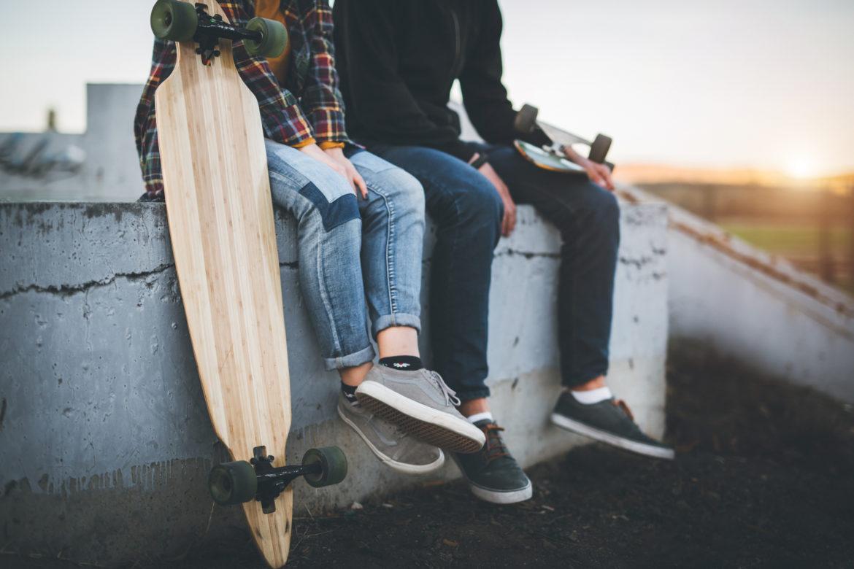 Füsse mit Skateboard