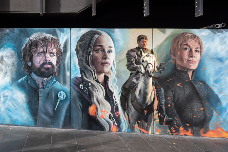 Eine bemalte Wand mit Game of Thrones Stars