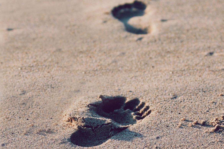 Fussabdrücke imm Sandstrand