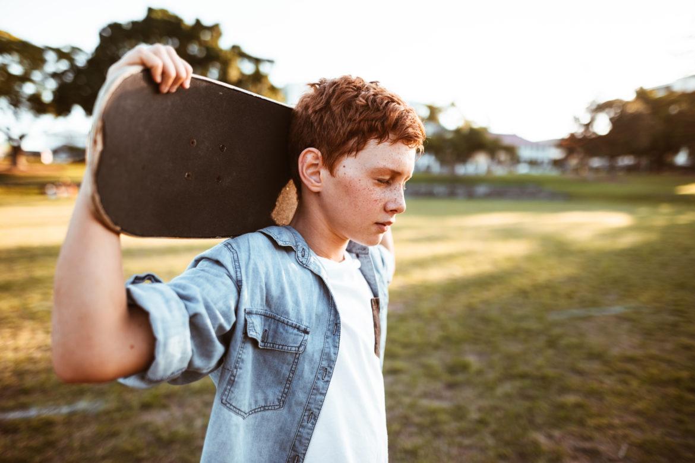 Kind mit Skateboard
