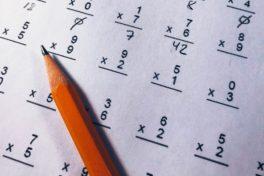 Prüfung, Blatt mit Formeln