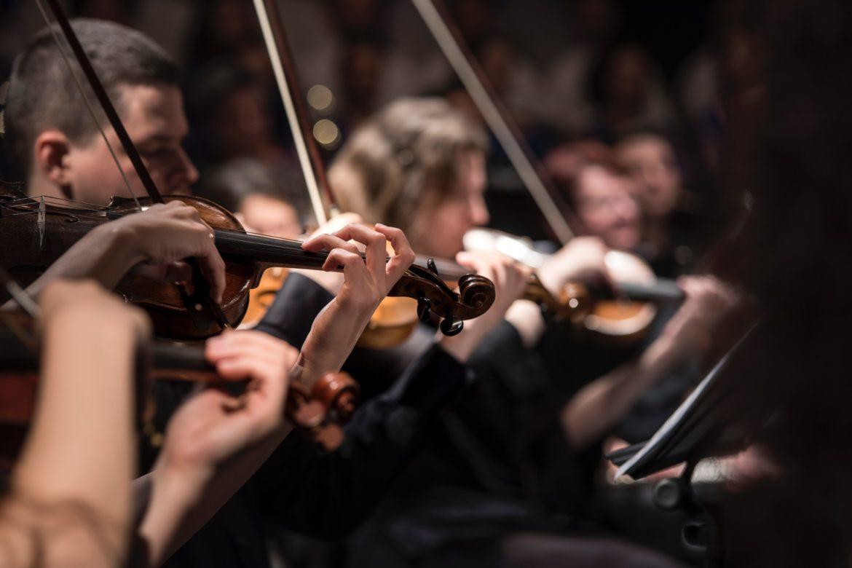 Streicher in Orchester