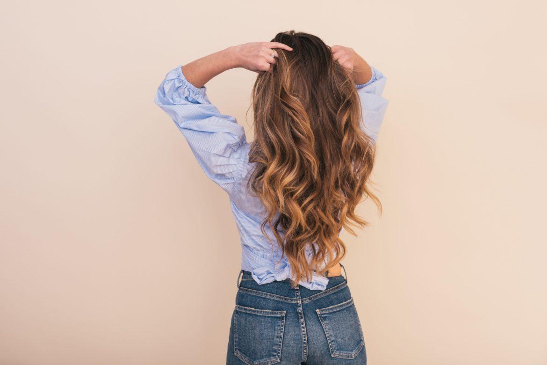 Frau mit Haaren