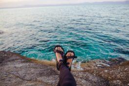 Klippe, Meer und Füsse
