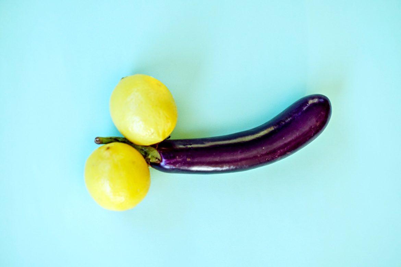 Aubergine mit zwei Zitronen