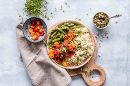 Gemüse und Getreide auf Teller_gesund abnehmen
