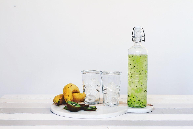 Gläser mit Flasche