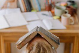 Homeoffice, Buch, Schreibtisch