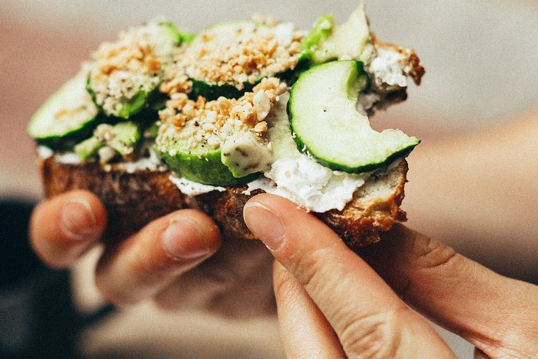 Brot mit Gurke