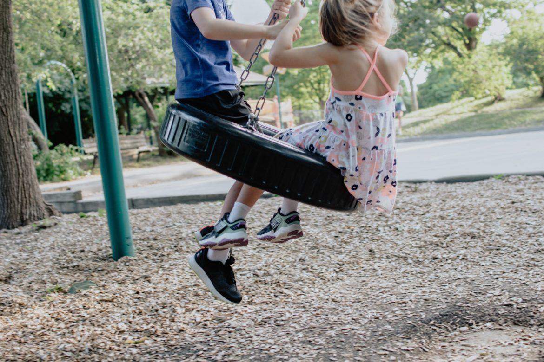 Kind auf Spielplatz